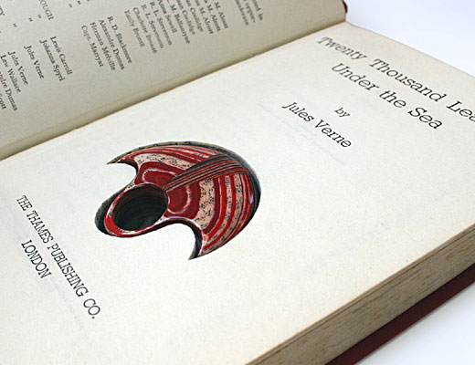 Literary Jewels é apresentado pela marca LITTLEFLY gerida por Jeremy May